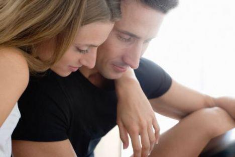 Sen de erkek misin!  Hangi erkek erkekliğinin sorgulanmasından hoşnut olabilir ki! Gerçi sevgiliniz bu cümleyi kuruyorsa kimbilir onu nasıl kızdırmışsınızdır! Hiçbir kadın durduk yere sevgilisine 'sen de erkek misin!' demez tabii ki...  Size tavsiyemiz onun neden size 'sen de erkek misin' dediğini bulmanız ve onun hoşuna gitmeyen bu davranışı bir daha tekrarlamamanız! Eğer gözünüz karaysa da siz de sevgilinizi utanıdırıp intikam alabilirsiniz veya dırdır yapmamasını söyleyebilirsiniz!